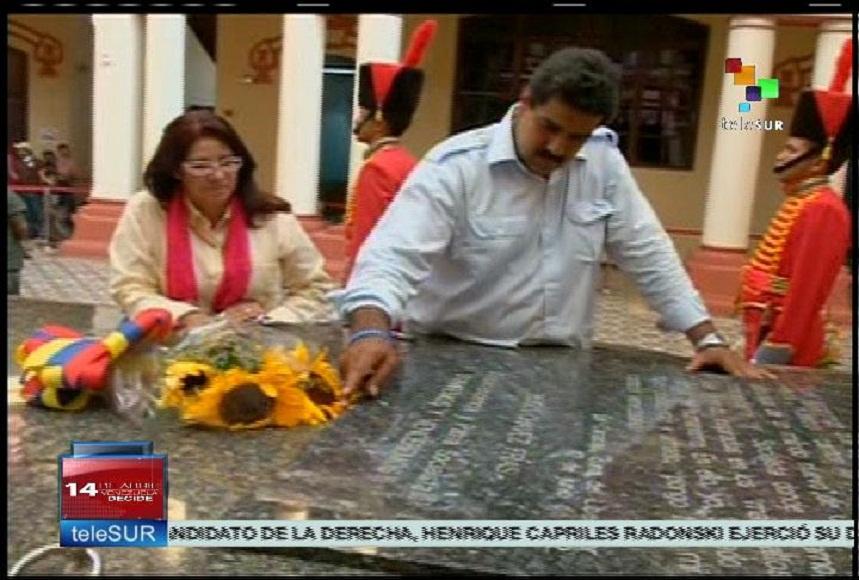 Maduro rinde tributo a Chávez
