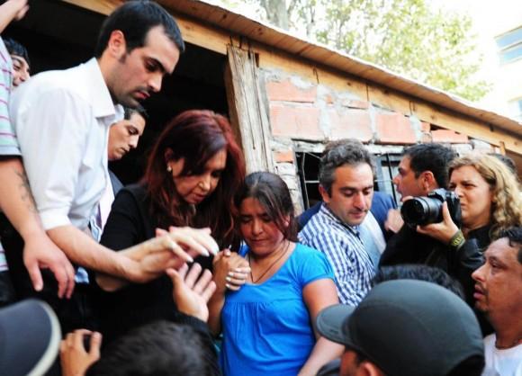 Cristina Fernández comparte con población de La Plata afectada por el temporal