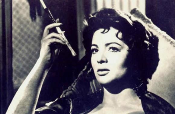 Fotograma-pelicula-ultimo-cuple-1957-Sara-Montiel-popularizo-famoso-tango-Fumando-espero