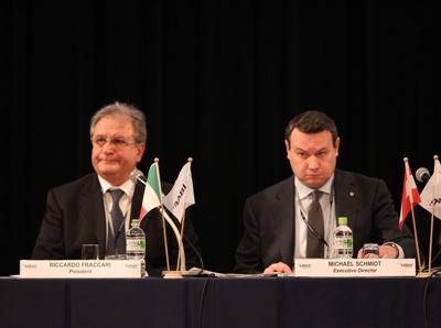 El italiano Fraccari (a la izquiereda) fue reelecto como Presidente de la IBAF.