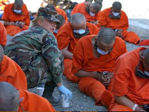 En riesgo de morir huelguistas en cárcel de ilegal base de EE.UU.