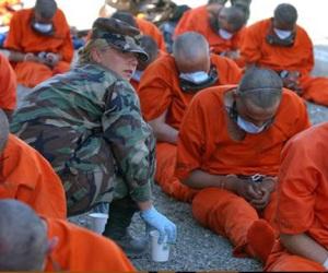 Son alimentados a la fuerza 33 presos en la cárcel de EEUU en Guantánamo