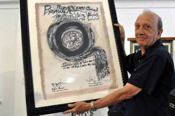Manuel Pérez Paredes recibe Premio Nacional de Cine 2013. FOTO: AIN