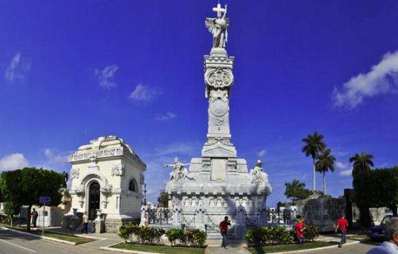 En la Necrópolis de Colón. Foto: Roberto Garaycoa/Cubadebate.