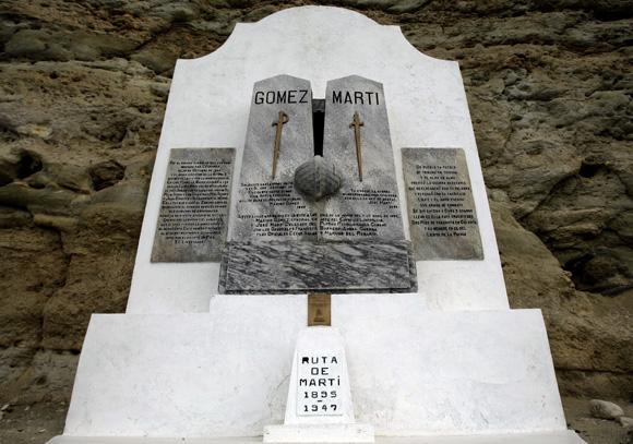 Monumento a Máximo Gómez y José Martí en Playitas de Cajobabo. Foto: Ladyrene Pérez/Cubadebate.