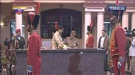 Rindió Raúl tributo a Chávez en el Cuartel de la Montaña