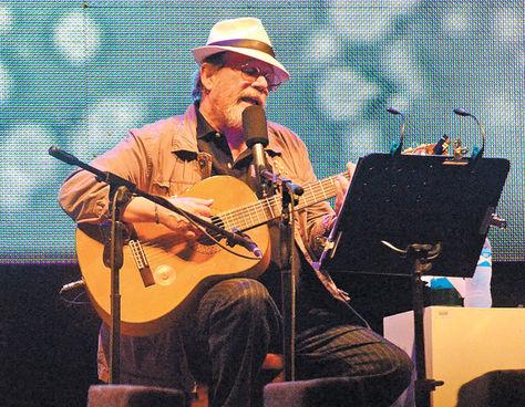 Silvio en el concierto anoche en Bolivia. Foto de La Razón de Bolivia
