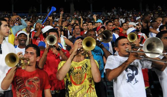 El público beisbolero se merece todo el respeto de este mundo. Foto: Ismael Francisco/Cubadebate.