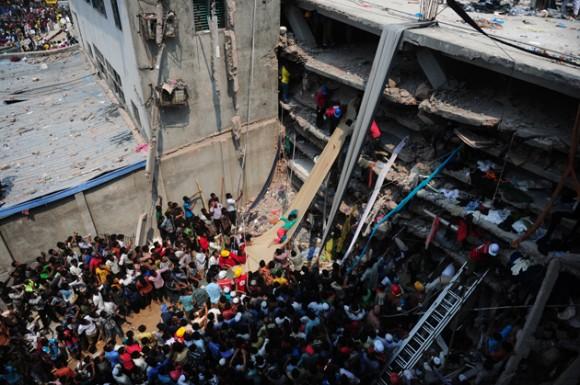 Trabajos de rescate en edificio colapsado