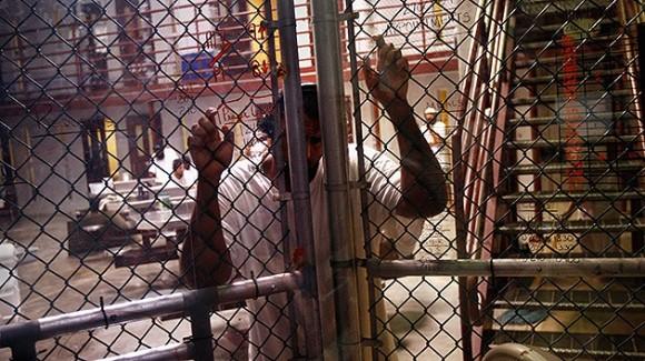 Llega a 100 la cifra de presos en huelga de hambre en Guantánamo.