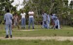 Internos juegan pelota en el Centro de Reeducación para  Jóvenes de San Francisco de Paula. Foto: Ismael Francisco/ Cubadebate.