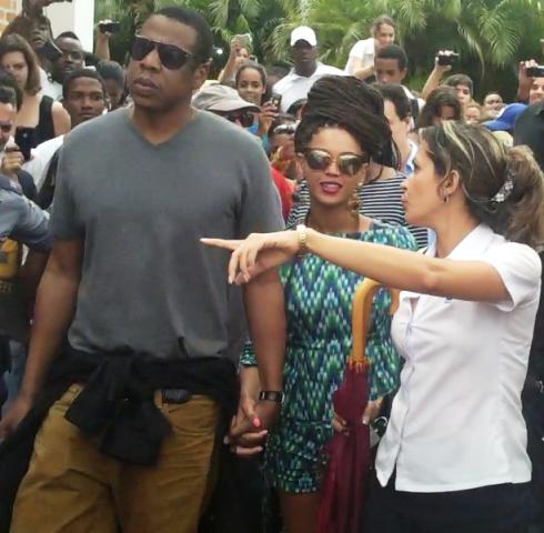 Beyoncé y Jay-Z  junto a estudiantes y trabajadores de la Universidad de las Artes, Cuba