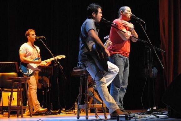 El dúo Buena Fe rindió homenaje a la Radio Cubana con el concierto Dial, realizado en el Teatro Eddy Suñol, de la ciudad de Holguín, Cuba, el 2 de mayo de 2013. AIN FOTO/Juan Pablo CARRERAS