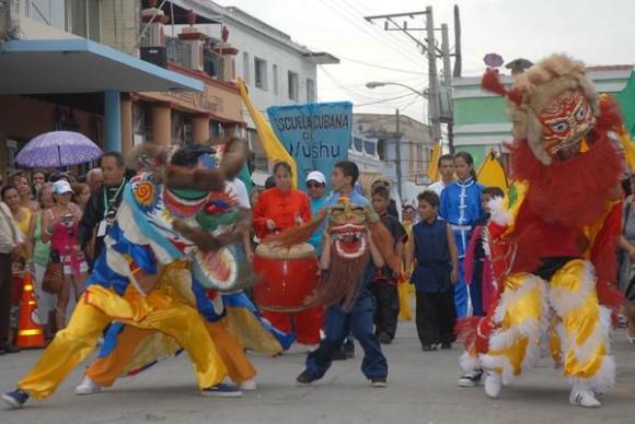 Desfile inaugural de las XX Romerías de Mayo, en la ciudad de Holguín, Cuba, el 3 de mayo de 2013. AIN FOTO/Juan Pablo CARRERAS/