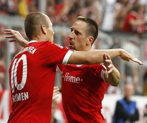 Arjen-Robben-abraza-Ribery-celebrar-gol-Bayern