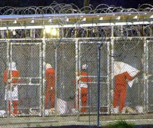 Presos en base de Guantánamo comienzan a comer