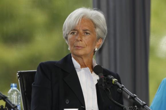 Interrogan a la directora del FMI por posible malversación.