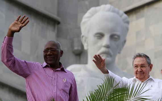 Salvador Valdés Mesa y Raúl Castro durante el desfile por el 1ro de Mayo en La Habana. Foto: Ismael Francisco/Cubadebate.