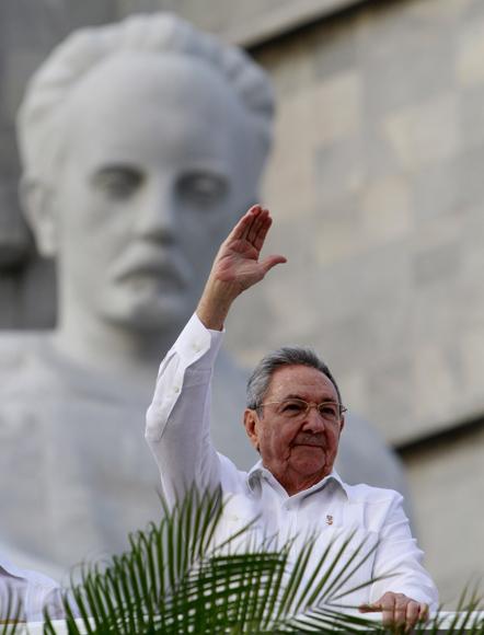 Raúl Castro durante el desfile por el 1ro de Mayo en La Habana. Foto: Ismael Francisco/Cubadebate.