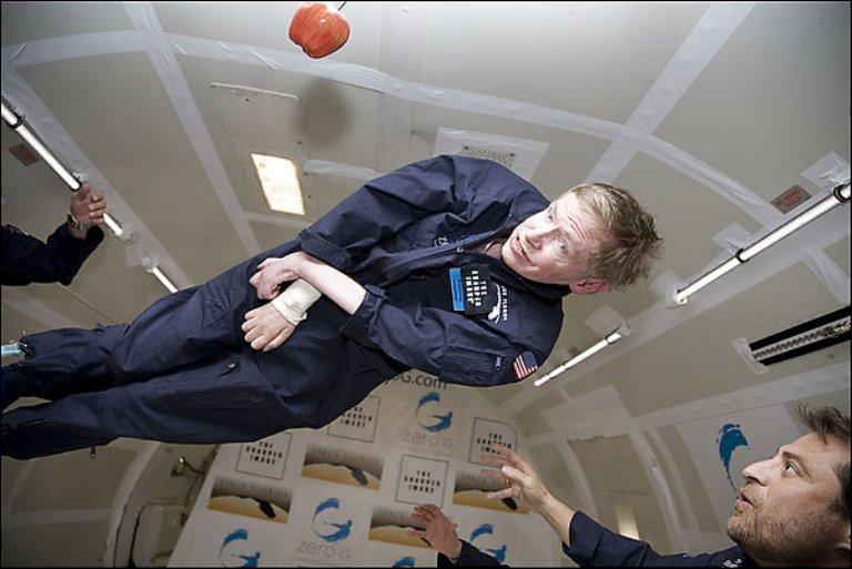 Hawking-experimentando-los-efectos-de-la-gravedad-cero