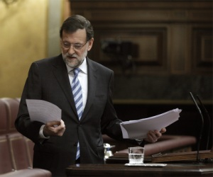 Millones de ciudadanos de España exigen la dimisión del jefe del Gobierno, Mariano Rajoy, y la convocatoria a elecciones anticipadas tras el escándalo de corrupción que involucra al ex tesorero del Partido Popular, Luis Bárcenas