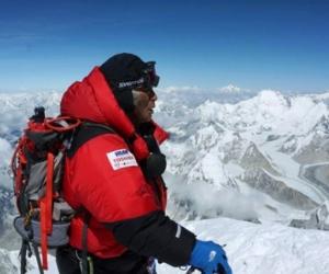 Alpinista de 80 años se niega a bajar del Everest