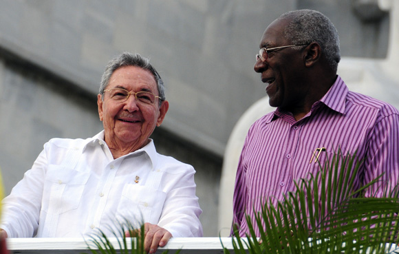 Raúl Castro y Salvador Valdés Mesa durante el desfile por el 1ro de Mayo en La Habana. Foto: Ladyrene Pérez/Cubadebate.