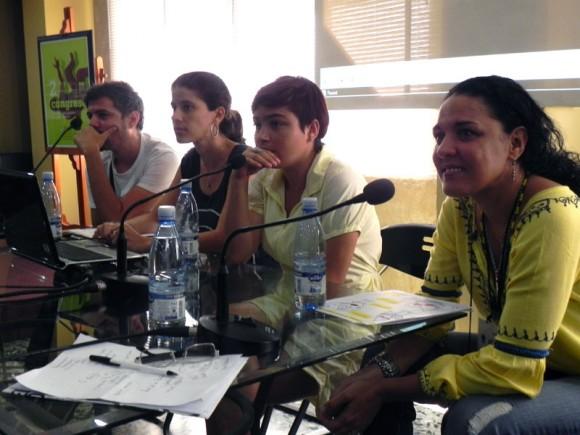 Syulen Milanés, representando a PMM Record, Iliam Suárez, Yoana Grass y Alexis de la O, presentaron el primer panel de Música Electrónica en Cuba, en el espacio del Salón de Mayo.