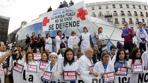 Miles de trabajadores del sector de la salud protestan contra la privatización
