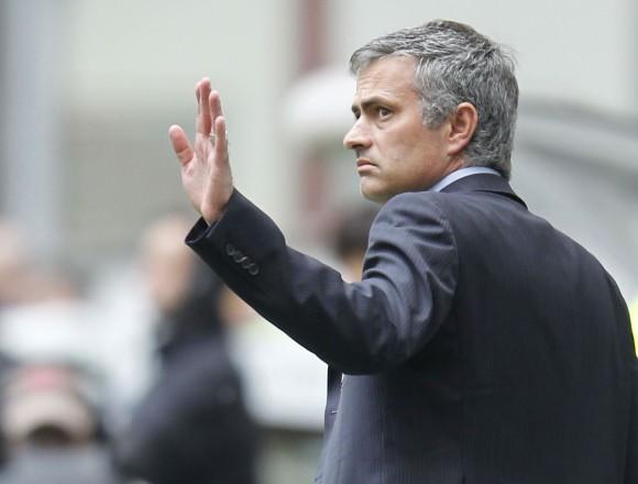 La decisión de rescindir del técnico portugués, que tiene contrato hasta 2016, se tomará este lunes
