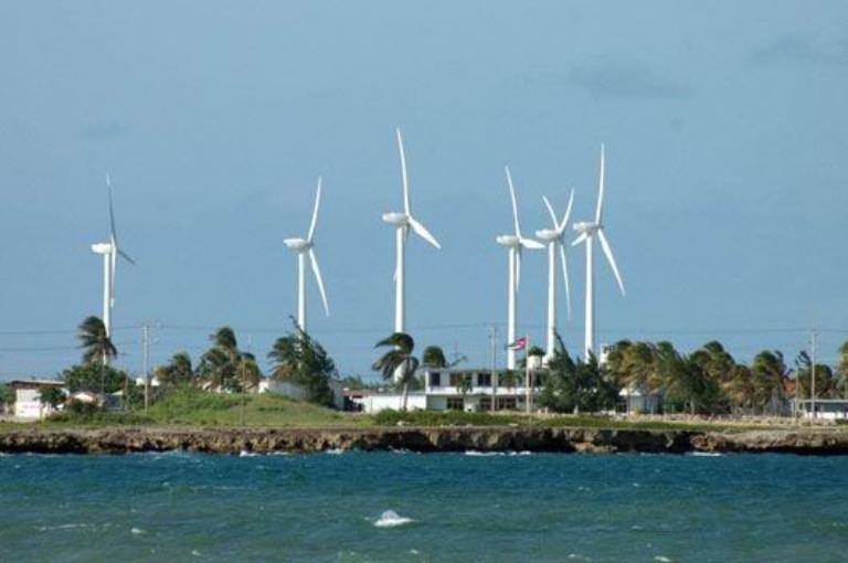 Destaca Cuba en India importancia de fuentes de energía renovable