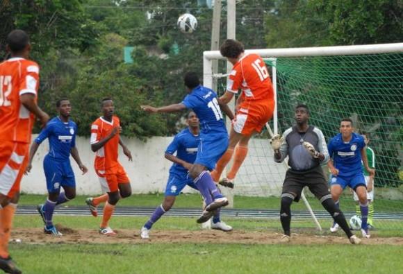 Guantánamo supera a Camagüey en Campeonato de Fútbol cubano
