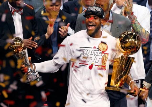 Heat celebran el título. LeBron James el MVP