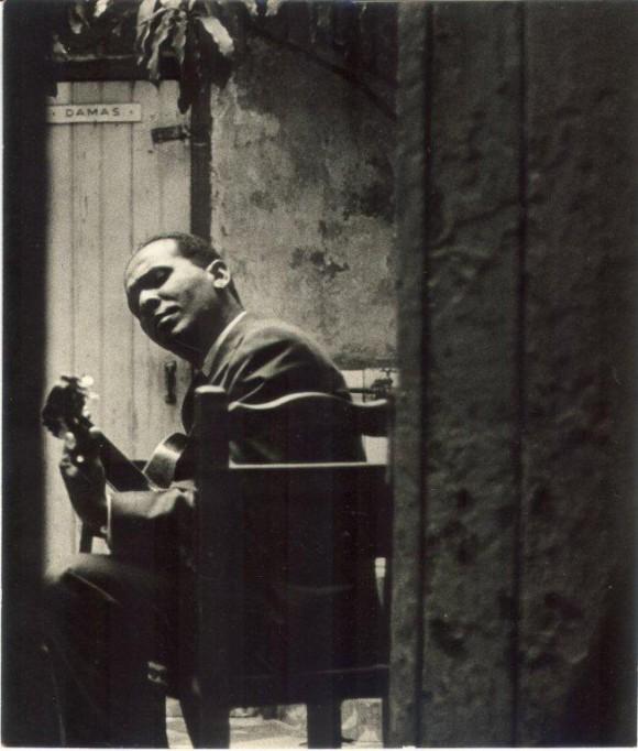 José Antonio Méndez en La Bodeguita del Medio. Foto: Archivo de Marta Valdés.