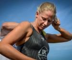 La australiana Chloe McCardel se alista para nadar de Cuba a EEUU el 12 de junio de 2013 en Marina Hemingway, La Habana (AFP, Adalberto Roque)