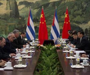 Xi Jinping recibe en Pekín al vicepresidente cubano, Miguel Díaz-Canel miniatura