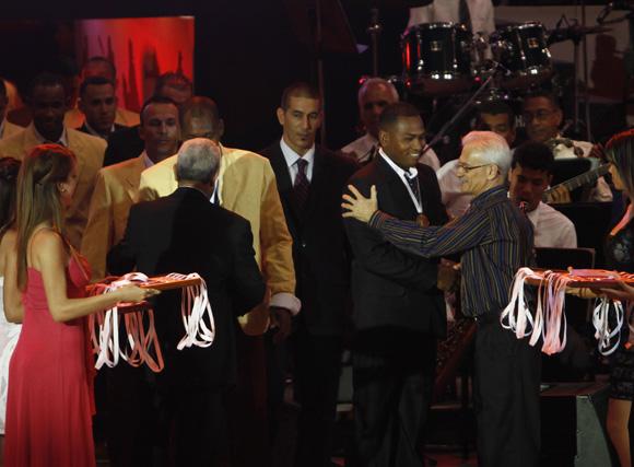 Villa Clara recibe las medallas de oro. Foto: Ismael Francisco/Cubadebate.