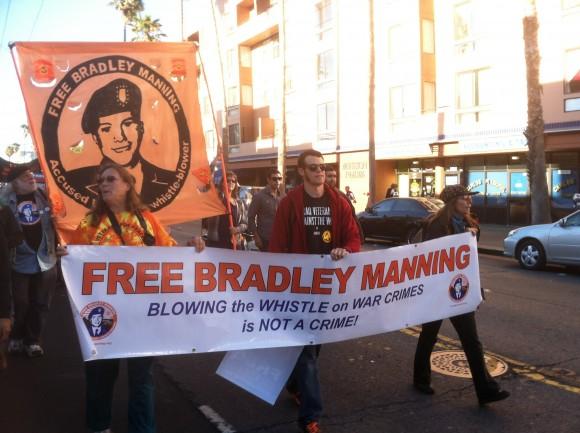 "Veteranos por Bradley Manning: ""Liberen a Bradley Manning...""."