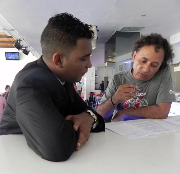 Frank Abel conductor del programa Lucas y su Director Orlando Cruzata.