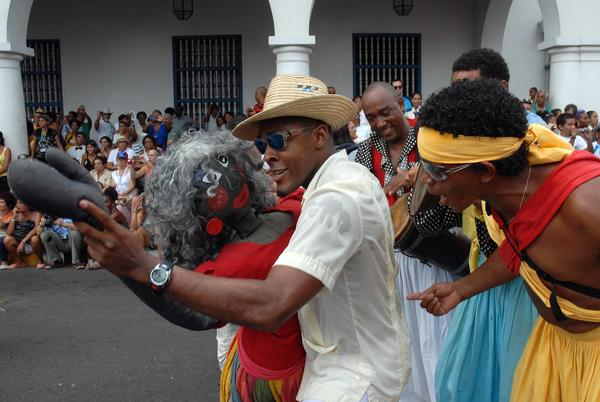 Desfile de la Serpiente, en la edición 33 del Festival del Caribe o Fiesta del Fuego, en la ciudad de Santiago de Cuba, el 5 de julio de 2013.   AIN   FOTO/Miguel RUBIERA JÚSTIZ
