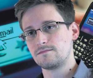 Snowden: La vigilancia del gobierno se dirige a poblaciones enteras