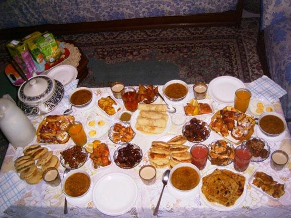 Durante el Ramadán solo se come de noche.
