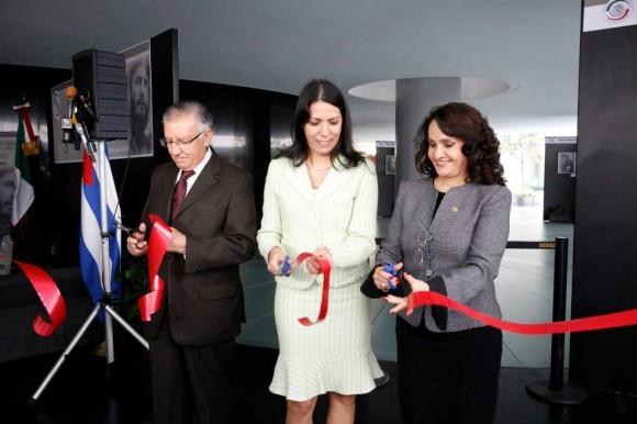 La senadora Dolores Padierna, inauguró la exposición fotográfica ¨ Fidel: Guerrillero del Tiempo ¨ como parte de las jornadas conmemorativas del LX aniversario del asalto al cuartel Moncada.