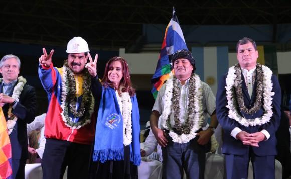 Correa, Evo, Cristina, Maduro y García Linera en el acto de cochabamba. Foto AVN