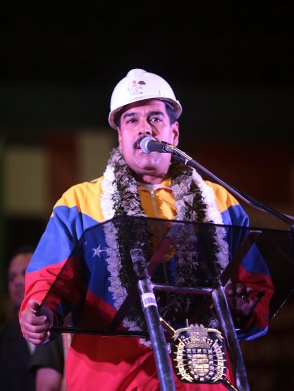 Maduro le habla a los cochabambinos. Foto: AVN