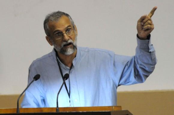 Ariel Terrero fue el encargado de presentar el punto sobre la situación material de la prensa cubana. Foto: Marcelino Vázquez