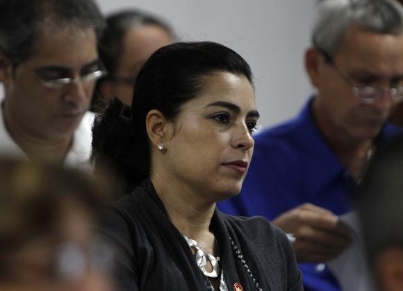 Adriana Pérez durante los debates de las comisiones permanentes de trabajo de la Asamblea Nacional del Poder Popular. Foto: Ladyrene Pérez/Cubadebate.