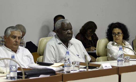 Esteban Lazo durante los debates de las comisiones permanentes de trabajo de la Asamblea Nacional del Poder Popular. Foto: Ladyrene Pérez/Cubadebate.