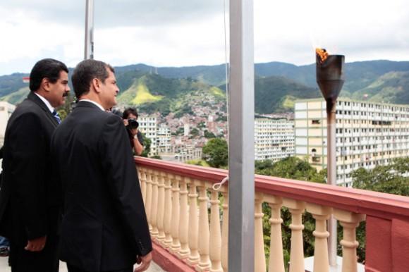 Correa y Maduro en el Cuartel de la Montaña.