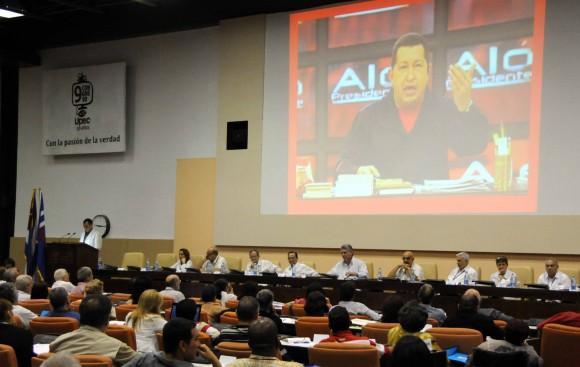 El Congreso de la UPEC rindió homenaje al Comandante Hugo CHávez y también a Fidel. Foto: Marcelino Vázquez/AIN